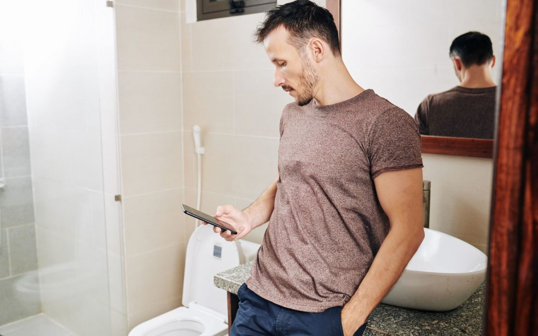 93% of Young People Admit to Using Their Phones on the Toilet According to New Survey